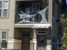 30 Amazing Halloween Ideas for Apartment Balcony Outdoor Halloween, Halloween 2018, Diy Halloween, Halloween Themes, Halloween Decorations Apartment, Dollar Store Halloween, Spooky Decor, Apartment Balconies, Coat Stands
