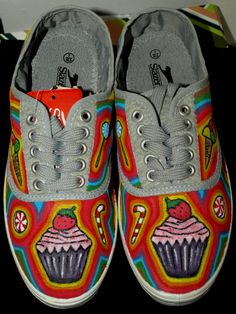 Hand painted shoes Hand Painted Shoes, Vans, Sneakers, Clothing, Crafts, Fashion, Tennis, Outfits, Moda