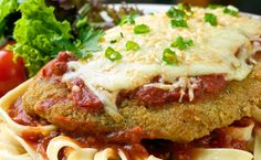 Epicure's Super Simple Chicken Parmesan. I will use just egg whites and go light on the cheese to lower calories. I will also do a whole wheat pasta to lower calories too Epicure Recipes, Veal Recipes, Italian Recipes, Italian Foods, Breaded Chicken Parmesan, Chicken Parmesan Recipes, Parmesan Pizza, Chicken Meals, Super Simple