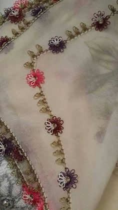 Hulyasya kaptı Source by hulyasya Needle Tatting, Needle Lace, Hand Embroidery, Embroidery Designs, Lace Art, Tatting Jewelry, Cross Stitch Needles, Lace Making, Lace Flowers