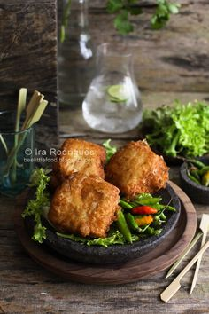Deep fried stuffed tofu (Tahu isi) is a snack made from tofu stuffed with variants vegetables such cabbage, carrots and bean sprouts. Tofu Dishes, Savoury Dishes, Tofu Recipes, Asian Recipes, Tofu Nutrition Facts, Tahu Isi, Vegetarian Stuffing, Deep Fried Tofu, Indian