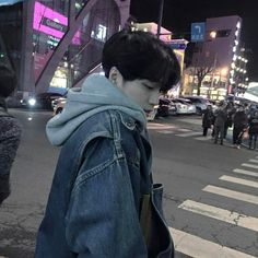 Ulzzang discovered by ✿𝐑𝐨𝐰𝐞𝐧𝐚 𝐑𝐚𝐯𝐞𝐧𝐜𝐥𝐚𝐰✿ on We Heart It Boys Korean, Korean Boys Ulzzang, Ulzzang Couple, Cute Korean, Asian Boys, Ulzzang Girl, Beautiful Boys, Pretty Boys, Cute Boys