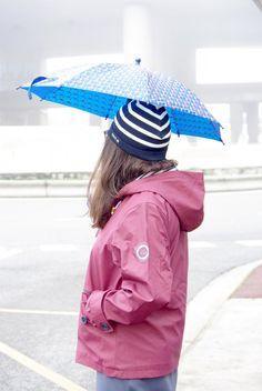 Une petite robe , un bonnet et un ciré camélia HUBLOT : le mariage mode marine du moment !