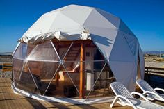 16 domos geodésicos que cambiarán tu forma de concebir una vivienda   MIDOMO Eco Buildings, Small Buildings, Sauna Infravermelho, Caro Hotel, Glamping, Storage Shed Kits, Dome Structure, Bell Tent, Ideas
