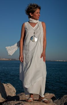 Outfit white linen tunic: Pure linen tunic, mixed linen harem pants, pure silk scarf. Necklace: mother of pearl patinated with metal foil