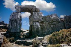 1-Η-εμβληματική-μεγαλιθική-πύλη-της-αρχαίας-ακρόπολης-των-Στυρών Greek History, Greek Culture, Mount Rushmore, Greece, Mountains, Nature, Travel, Greece Country, Naturaleza