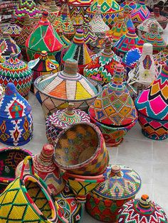 Inspiration: painted African baskets from Marrakesh Moroccan Decor, Moroccan Style, Moroccan Colors, Turkish Decor, Deco Boheme, Thinking Day, Arte Popular, Home And Deco, African Art