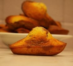 Marbled Vegan and gluten-free madeleines ideal for a gourmet snack for … - Quick and Easy Recipes Gluten Free Cooking, Gluten Free Desserts, Vegan Gluten Free, Gluten Free Recipes, Vegan Recipes, Patisserie Vegan, Patisserie Sans Gluten, Vegan Madeleines Recipe, Madeleine Sans Gluten
