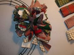 """Saw one done using 1x6-8"""" strips of material cut with a rotary cutter with a pinking blade. Any-Season-Wreath_6"""