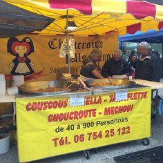 """Mercato di Chambery: il banco della """"paella, couscous, choucroute,..."""""""