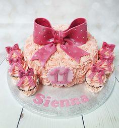 Beautiful buttercream swirls with a added bow, with matching cupcakes.#buttercreamswirlscake #bowcake