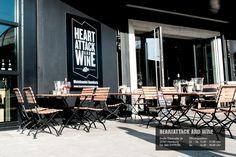 Weinladen, Weinhandel und Weinbar in Hamburg. Direkt an der Elbe am Hamburger Fischmarkt. | heartattackandwine.de