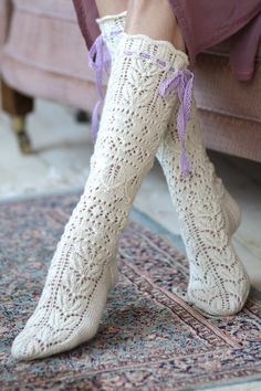 Knitted from Novita Venla yarn and adorned by a pair of ribbons, these beautiful lace socks have us dreaming of summer. Lace Knitting Stitches, Lace Knitting Patterns, Knitting Blogs, Lace Patterns, Knitting Socks, Free Knitting, Knitting Machine, Knitting Tutorials, Stitch Patterns