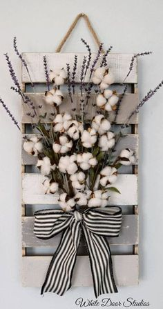 Farmhouse chic in an unexpected way. Faux lavender, rustic cotton stems and a rustic wood pallet come together to create a warm and inviting piece per… - Decoration For Home Decoration Shabby, Diy Home Decor Rustic, Unique Home Decor, Home Decor Items, Rustic Homes, Home Crafts, Diy And Crafts, Diy Décoration, Diy Pallet Projects