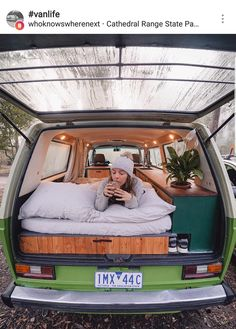 Camper is notorious for lack of style and creativity. It is interesting to decorate your Camper to complete your remodeling work, but remember that you can desire to add decorations when you travel… Vw T3 Camper, T3 Vw, Camper Beds, Mercedes Camper, Camper Life, Auto Volkswagen, Kombi Home, Van Home, Van Living
