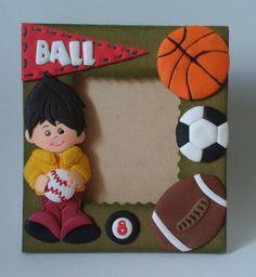 Ball portaretrato, elaborado con foamy y base de MDF. Medidas aprox.15 cm x 14 cm.
