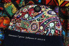 Создание рисунка на валяном клатче по мотивам творчества Лорел Берч – Ярмарка Мастеров Vera Bradley Backpack, Needle Felting, Bags, Felt, Felt Tutorial, Felting, Tutorials, Handbags, Dime Bags