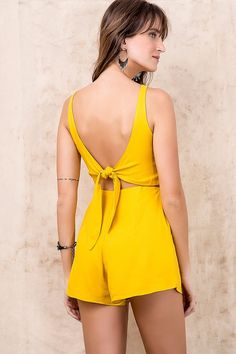 Macaquinho Nó Decote Costas | FYI Western Wear, Diy Clothes, Sewing Clothes, Casual Dresses, Summer Dresses, All Fashion, Womens Fashion, Playsuit, Casual Looks