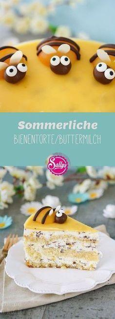 In dieser Torte steckt der Sommer! Die Buttermilch-Stracciatella Torte ist gefüllt mit fruchtigen Aprikosenstücken und dekoriert mit Aprikosen-Bienen.