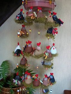 Quilting e ideas en tela Chicken Crafts, Chicken Art, Felt Crafts, Diy And Crafts, Christmas Wreaths, Christmas Ornaments, Chickens And Roosters, Stuffed Animal Patterns, Handmade Toys