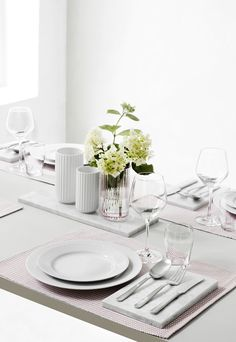 Beautiful vases from Lyngby, used as a part of a table decoration. Home Design Decor, House Design, Interior Design, Design Ideas, Home Decor, Dinning Table, A Table, Luxury Furniture, Home Furniture