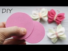 Insgesamt zwei Kreise und BUTTERFLY READY 🦋 Foamiran - YouTube Fabric Hair Bows, Diy Hair Bows, Diy Bow, Felt Fabric, Diy Lace Ribbon Flowers, Paper Flowers Craft, Fabric Flowers, Foam Sheet Crafts, Foam Crafts