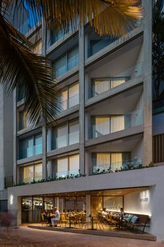 Triangular balconies and a three-sided rooftop pool overlook Rio de Janeiro's Ipanema beach from this hotel renovated by Bernardes Arquitetura. Beach Hotels, Hotels And Resorts, Facade Design, House Design, Lake Hotel, Rooftop Pool, Going On Holiday, Travel Tours, Holiday Destinations