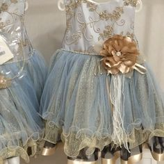 Это платье с пышной юбкой красивого синего цвета с золотым бантом и не менее красивым ободком #вналичии в нашем интернет магазине gatefashion.ru ✔️размеры #4года , #5лет , #6лет , #7лет  #модныеплатья #люблюкрасивыевещи #деньрождениядочки #самыекрасивыеплатья #самыйлучшийпраздник #длядетей #детимодели #любимаядоча #доча #модница #modelkids #mimi_kids7 #gatefashion #платьявналичии #платья_gatefashion