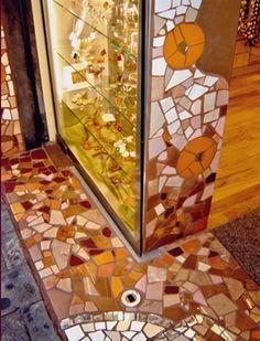 Arte en Mosaico para el local comercial NDABijou Artista: Magdalena Serna