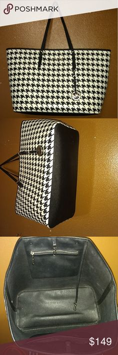 Michael Kors Black & White Hounds tooth tote! Excellent, preloved condition! Michael Kors Bags Totes