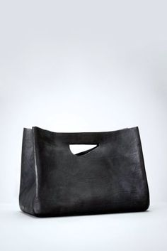 how to choose and buy backpack diaper bags Purses And Handbags, Leather Handbags, Leather Bags, Black Leather, Sac Week End, Sacs Design, Mk Bags, Leather Projects, Leather Accessories
