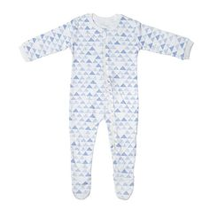 The maternity package contains baby clothes as well as care products and materials. There are altogether 60 different items in the box. Baby Girl Pajamas, Onesies, Maternity, Pajama Pants, Kids, Kid Stuff, Fashion, Young Children, Moda