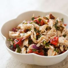 Chicken Salad with Roasted Bell Peppers and Toasted Almonds ~ A cool twist on a simple chicken salad, with poached chicken breasts, roasted red bell peppers, toasted almonds, garlic and parsley. Salad Recipes, Diet Recipes, Chicken Recipes, Healthy Recipes, Healthy Chicken, Recipe Chicken, Garlic Chicken, Soup Recipes, Beach Meals