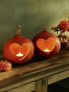Do it yourself: Herbstliche Deko-Ideen mit Kürbissen Autumn decoration with pumpkins in heart shape – Pumpkins with a heart – hearty crafts for autumn. Holidays Halloween, Halloween Crafts, Happy Halloween, Autumn Crafts, Halloween Pumpkins, Pumpkin Carving, Fall Decor, Autumn Decorating, Decorating Ideas
