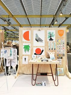 News — Crafty Fox Market A simple wooden craft fair display great to display colourful artwork or crafted items Craft Fair Displays, Craft Stall Display, Market Stall Display, Craft Show Booths, Market Displays, Display Ideas, Craft Font, Craft Stalls, Craft Markets