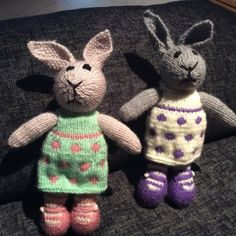 Toy knitting pattern for a bunny egg cosy Easter bunny Elephant Pictures, Bear Pictures, Julie Williams, Knitting Patterns, Crochet Patterns, Little Cotton Rabbits, Little Elephant, Knit In The Round, Stuffed Animal Patterns