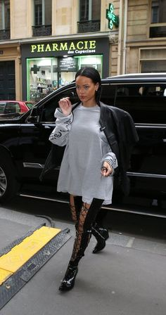 Shooting in style: Rihanna took a brief break from perusing the runways on Sunday, as she headed to a photoshoot for Puma in Paris amid the city's Fashion Week Moda Rihanna, Rihanna Fenty, Rihanna 2014, Rihanna Makeup, Look Fashion, Winter Fashion, Fashion Outfits, Fashion Styles, Rihanna Street Style