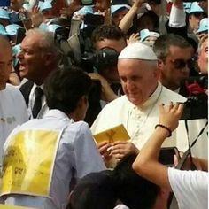 아픔을 함께 하시는 교황