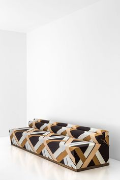 DIVANO 067 DIMORESTUDIO, PROGETTO NON FINITO Sofa with goosedown bolster Padded in foam and upholistered in fabric Details in oxidized brass w.140/180/250 x d.63 x h.58 cm