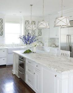 Best 100 white kitchen cabinets decor ideas for farmhouse style design (79)