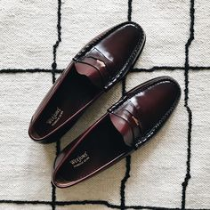 Footwear quinessentially certainly are a style customary which typically creates moderately of smart-casual fad to effectively what ever outfit collection. Loafers For Women, Loafers Men, Formal Shoes, Casual Shoes, Most Popular Shoes, Loafers Outfit, Preppy Men, Leather Socks, Penny Loafers
