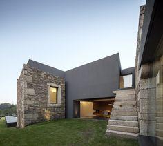 Vigário House est un projet particulier et sensible, qui remonte à 2008 et qui n'a été achevé qu'au début de 2015. La construction s'est basée sur des ruin