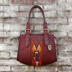 b30dec4f647 8 Best Bags images | Pouch bag, Satchel handbags, Couture sac