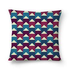 Banderoles - I | Desenho/Estampa de @danistarart | A venda na @colab55 | #bandeira #bandeirinhas #banderoles #geométrico #geometric #verde #roxo #magenta #azul #almofada #pillow  #decoração #estampa #pattern