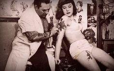 A tatuagem é uma das formas de modificação do corpo mais conhecidas e cultuadas do mundo. Trata-se de um desenho permanente feito na pele humana que, tecnicamente, é uma aplicação subcutânea obtida através da introdução de pigmentos por agulhas, um procedimento que durante muitos séculos foi completamente irreversível...  http://paginacultural.com.br/tatuagens-cancer-de-pele-cuidados-remocao-e-regras/  #tattoo #tatuagem #cultura #páginacultural