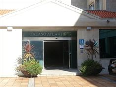 O restaurante do Atlántico Hotel beneficia de excelentes vistas para o Oceano Atlântico e serve refeições saudáveis e especialidades regionais preparadas com ingredientes locais.