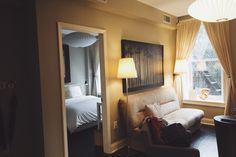 The Salt Deluxe: Ficar hospedado como um Nova Iorquino - Tudo Orna Nova, Oversized Mirror, Furniture, Home Decor, Stay Alone, Decoration Home, Room Decor, Home Furnishings, Home Interior Design
