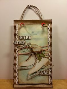 I've made a hanging tag with Tim Holtz's ice skate die... I kept the background chilly light blue - just as a cold Winter's day...