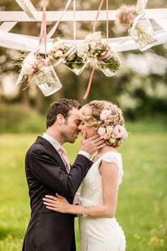 Bloemen in haar! bloved-uk-wedding-blog-summer-garden-wedding-inspiration (28)