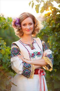 Ukraine, Ethnic Fashion, Womens Fashion, Costumes Around The World, Russian Fashion, Fashion History, Traditional Dresses, Product Launch, Saree